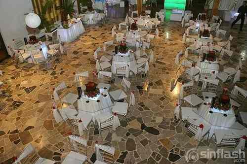 Agencia de festejos sillas tiffany plateadas mesas de for Sillas para festejos
