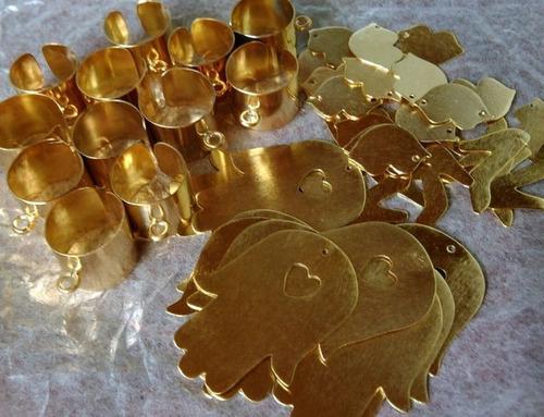 4053bd7a721f Dijes Calados Con Baño De Oro