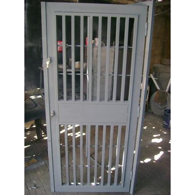 Puertas hierro metalicas entamborada marcos p bloque for Puertas para patios modelos