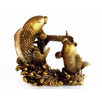 Peces Carpa Dorados Sobre La Puerta Del Dragón
