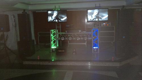 Alquiler De Miniteca, Micrófonos, Luces, Proyectores, Tv Led