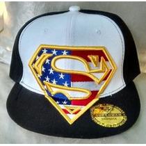 Gorra Superman Plana Ajustable Negra / Blanco.