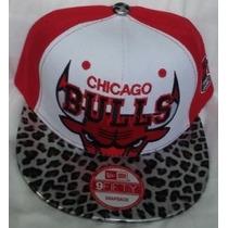 Gorra Chicago Bulls Animal Print Plana Ajustable Roja.