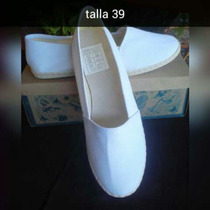 Zapatillas Blancas, Iyawo Santeras
